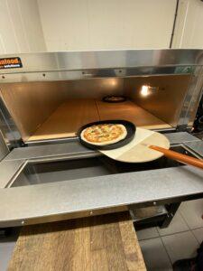 Steinovnsbakt pizza